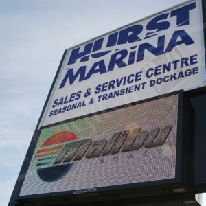 Hurst Marina – 3′ x 6′ DS P10mm LED Pylon