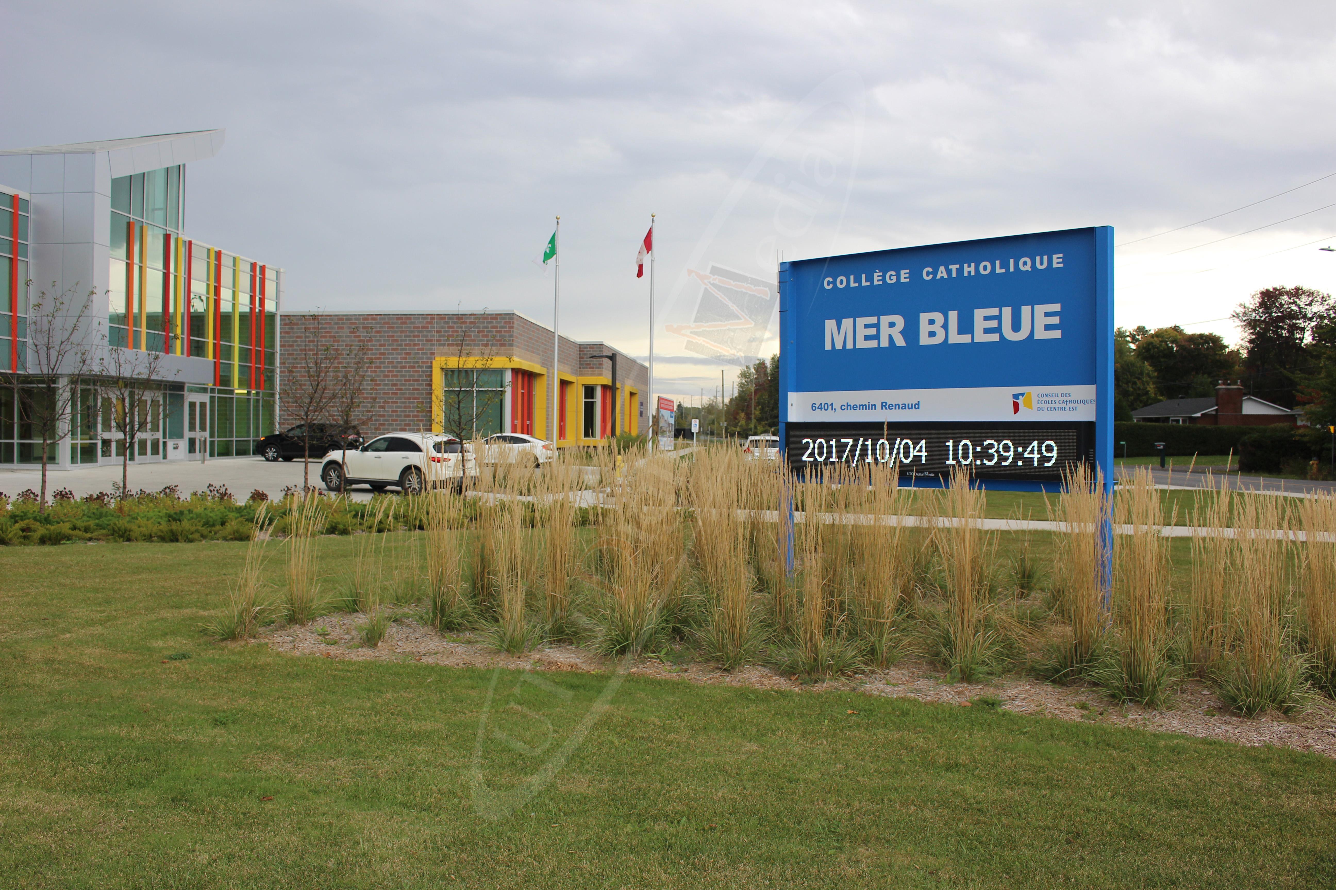 École Mer Bleue – Outdoor LED Pylon