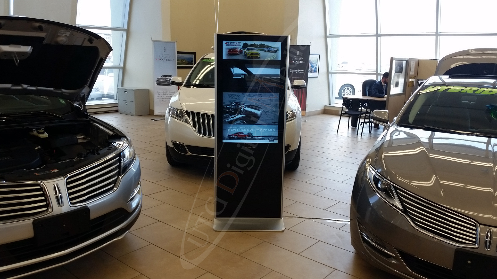 Ford Lincoln Dealership – Indoor LCD Standup Screen