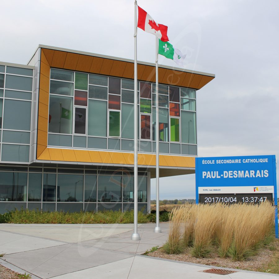 A UTG Outdoor LED Pylon sign at Ecole Paul Desmarais