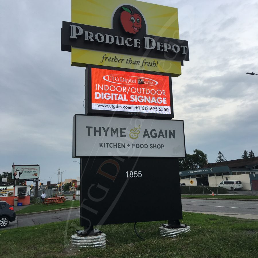 A UTG Outdoor LED Pylon sign at Produce Depot