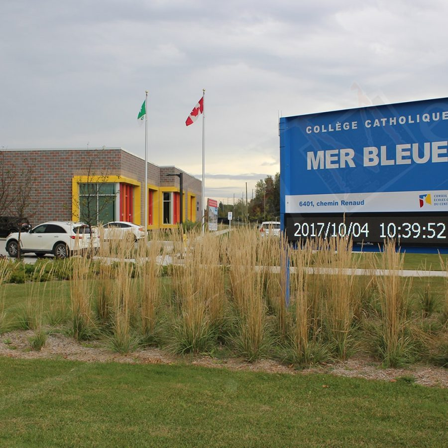 Collège catholique Mer Bleue - LED Pylon by UTG Digital Media